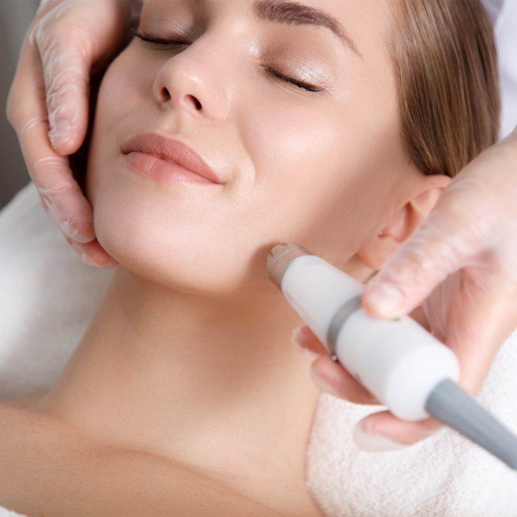 Institut für ganzheitliche Kosmetik Gesichts-Behandlung Radiofrequenz